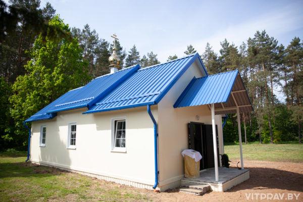 В новом быстровозводимом храме агрогородка Добромысли состоялось первое богослужение