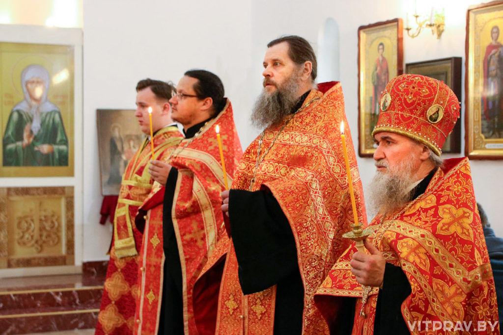 Архиепископ Димитрий совершил Пасхальную вечерню в храме святой блаженной Матроны Московской города Витебска