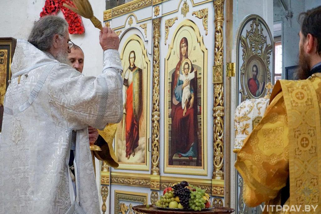 В праздник Преображения Господня архиепископ Димитрий совершилЛитургию в храме святой великомученицы Ирины города Москвы