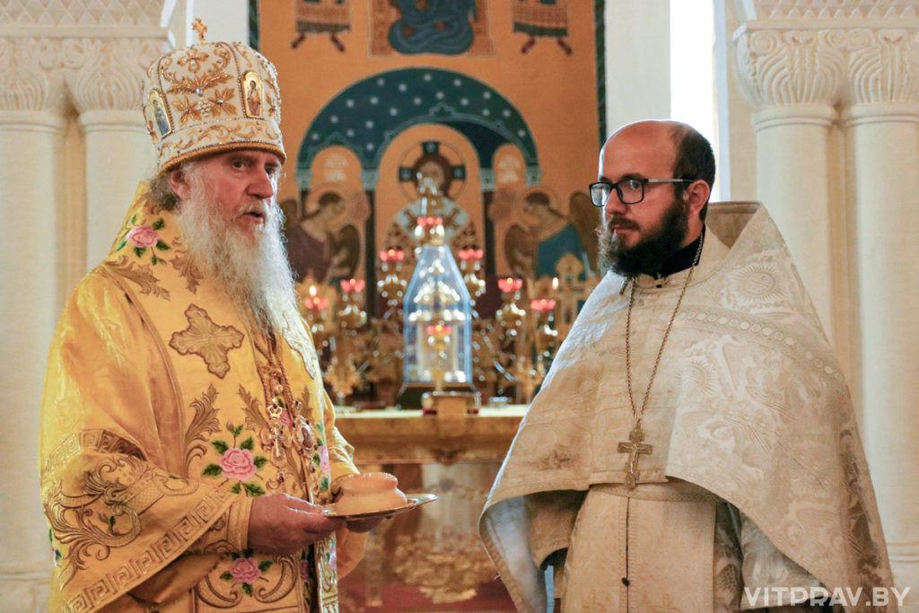 В Неделю 6-ую по Пятидесятнице архиепископ Димитрий совершил Литургию в Свято-Покровском соборе города Витебска