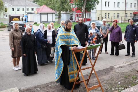 В Витебске возобновляются молебны у стен будущего храма святых Жен-Мироносиц