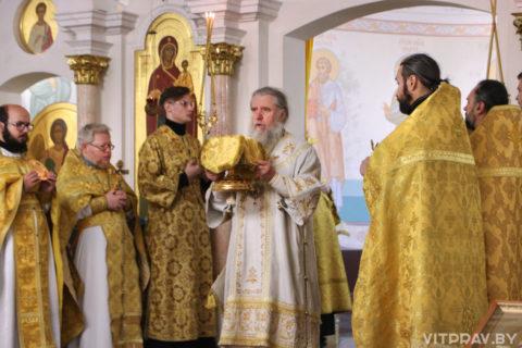 В Неделю 13-ю по Пятидесятнице архиепископ Димитрий совершил Литургию в храме Преображения Господня города Витебска