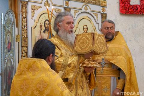 В Неделю 17-ю по Пятидесятнице архиепископ Димитрий совершил Литургию в храме святой великомученицы Ирины